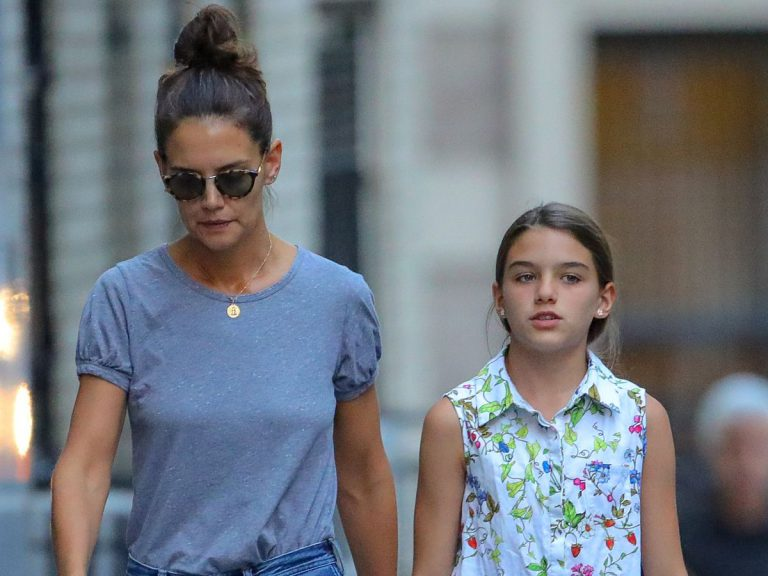 Katie Holmes is BROKE & going through a FINANCIAL CRISIS after Breaking up with Jamie Foxx & Tom Cruise