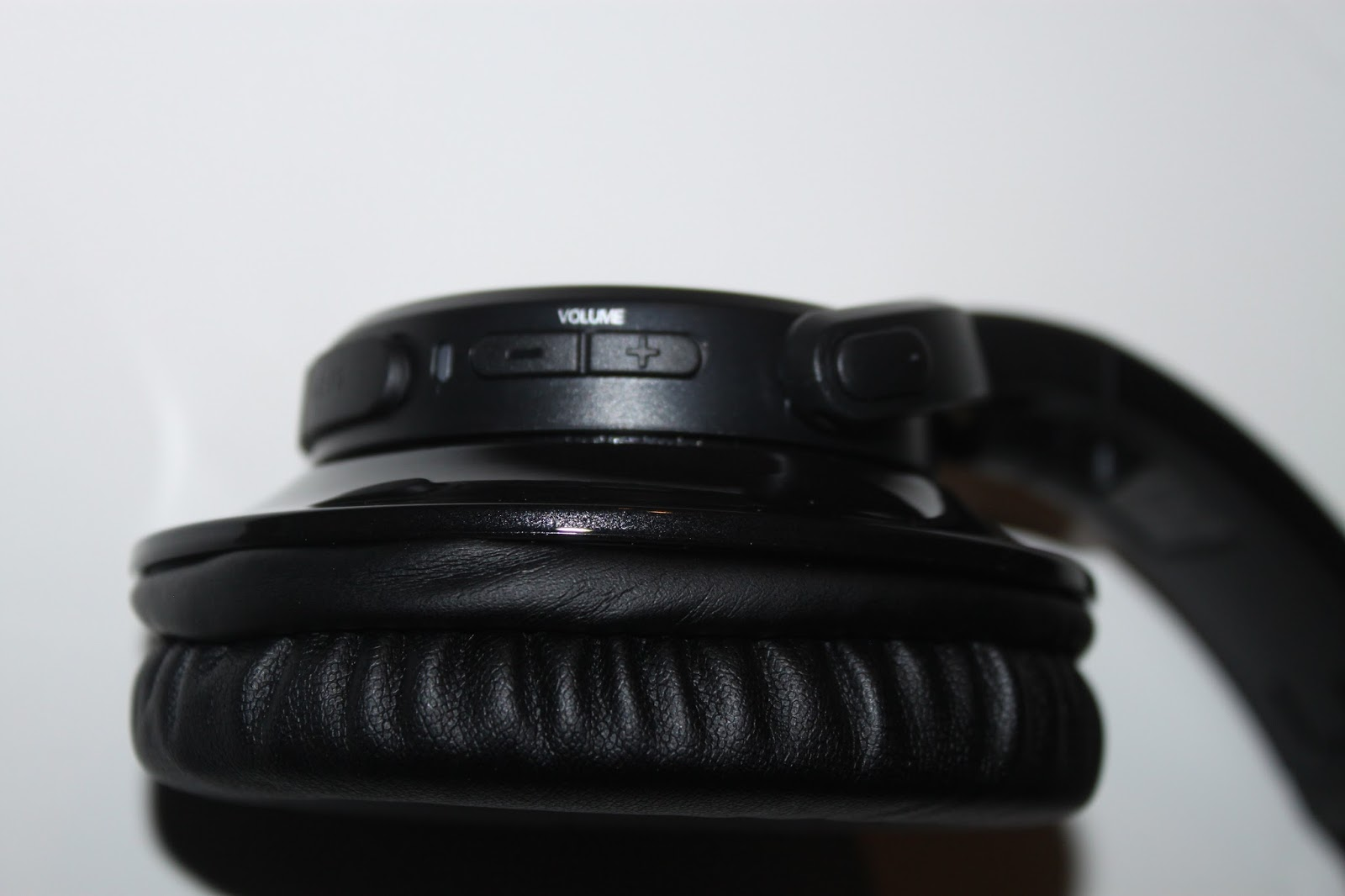 Audio-Technica ath-s 700bt Review